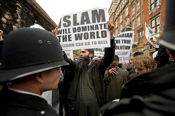 TOPSHOTS-BRITAIN-NETHERLANDS-POLITICS-ISLAM